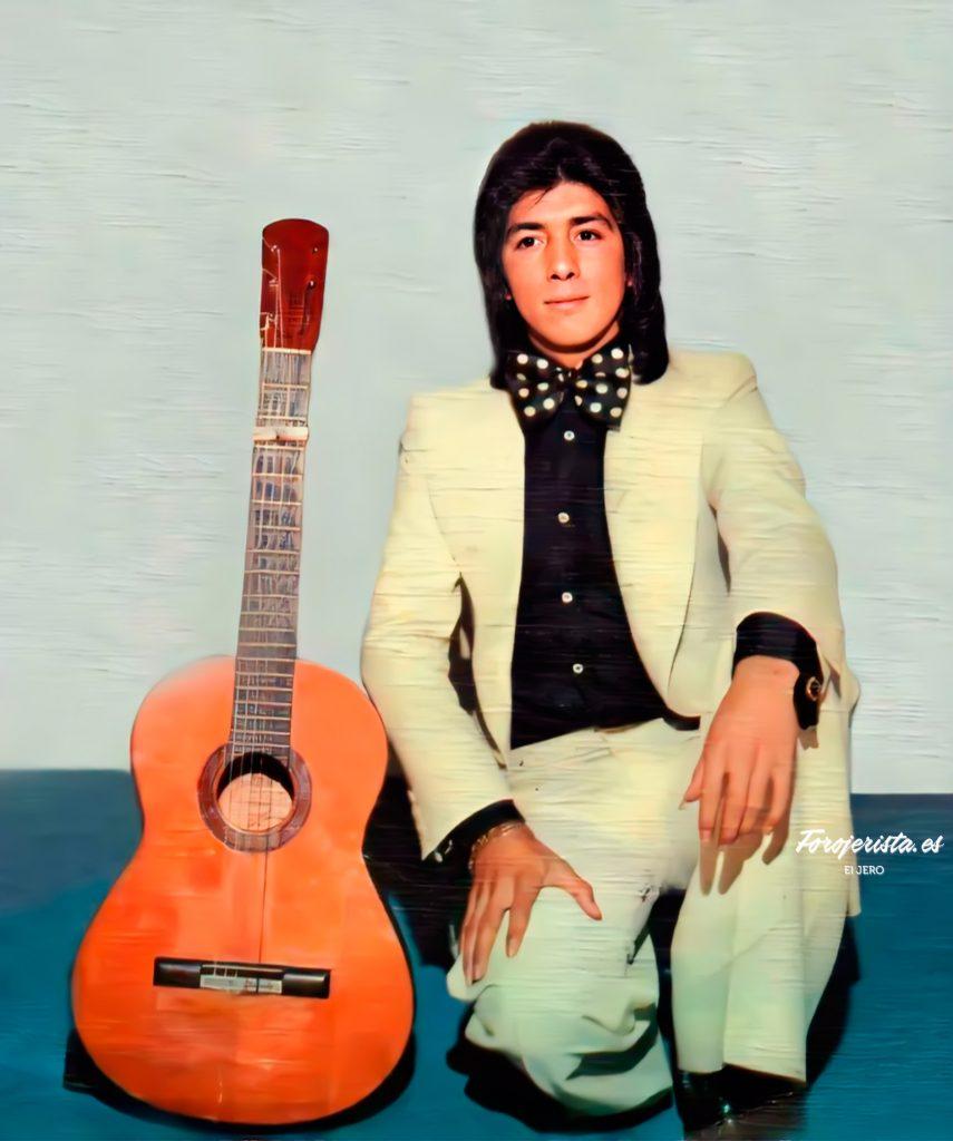 Juan. A. Jiménez posando para su segundo disco Esto si que tiene guasa (1975)